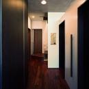 【末広の家 <親の家>】敷地に合わせた末広がりの2世帯住宅の写真 共用玄関