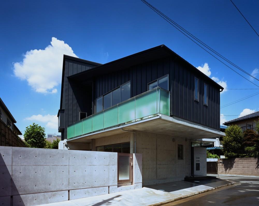 【末広の家 <親の家>】敷地に合わせた末広がりの2世帯住宅 (外観)