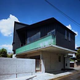 【末広の家 - 親の家】敷地に合わせた末広がりの2世帯住宅 (外観)