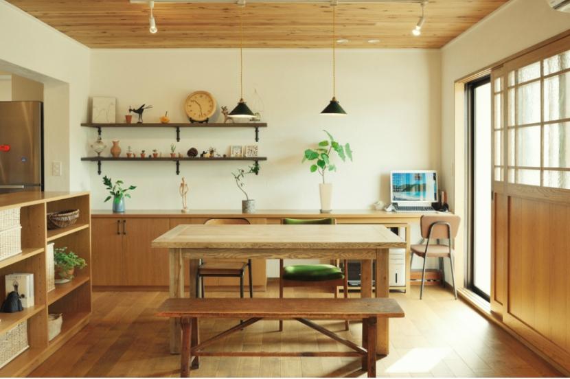 リノベーション / herbal (木製の家具、建具が温かい空間を演出)