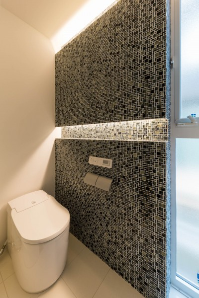 トイレ (2つのリビングの家)