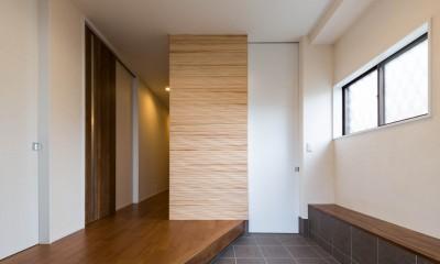 段々天井の家 (玄関)
