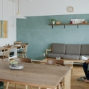 LDKを優しく彩るオリーブグリーンの漆喰壁