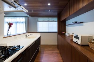 段々天井の家 (キッチン)