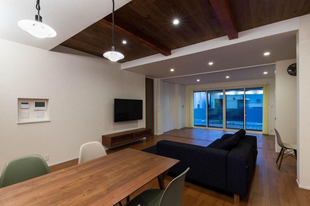 段々天井の家 (LDK)