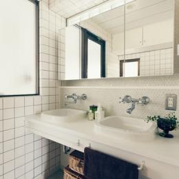 コンパクトなダブルボールの洗面室