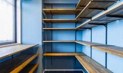 ブルーのインパクト。収納豊富なM様邸 ~スケルトン×フルリノベーション~ (シューズインクローゼット)