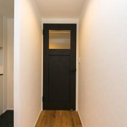 無垢材×白と黒 (リビングドア)