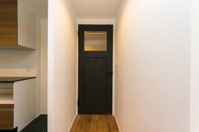 リビングドア (無垢材×白と黒)