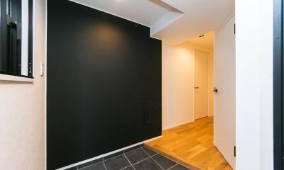 無垢材×白と黒 (玄関)