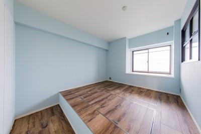 寝室 (ブルーのインパクト。収納豊富なM様邸 ~スケルトン×フルリノベーション~)