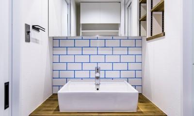 ブルーのインパクト。収納豊富なM様邸 ~スケルトン×フルリノベーション~ (洗面化粧台)