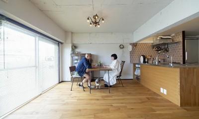 兵庫県Kさん邸:味のある自然素材の空間を見渡して心地よく (ダイニング)