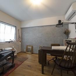 兵庫県Kさん邸:味のある自然素材の空間を見渡して心地よく (洋室2)