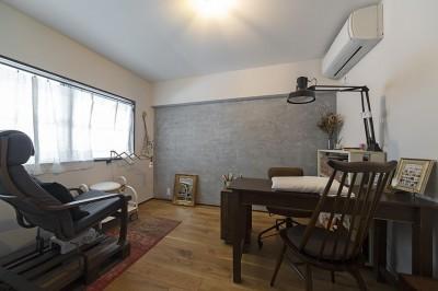 洋室2 (兵庫県Kさん邸:味のある自然素材の空間を見渡して心地よく)