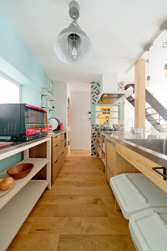 大阪府Mさん邸:広い玄関土間やオープンなキッチンで明るく (造作キッチン)