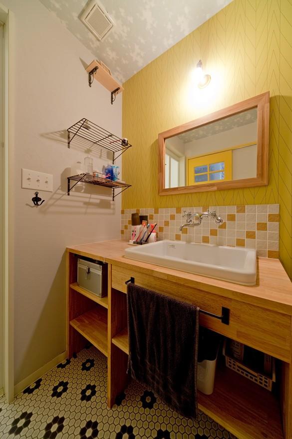 大阪府Mさん邸:広い玄関土間やオープンなキッチンで明るく (洗面室も楽しい空間に)