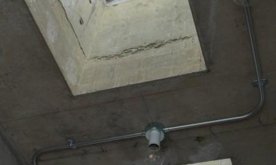 U邸-テレワークがはかどる、心地いい居場所がたくさんある家 (リビング天井)