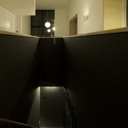 戸塚の家 (リビングから階段へ)