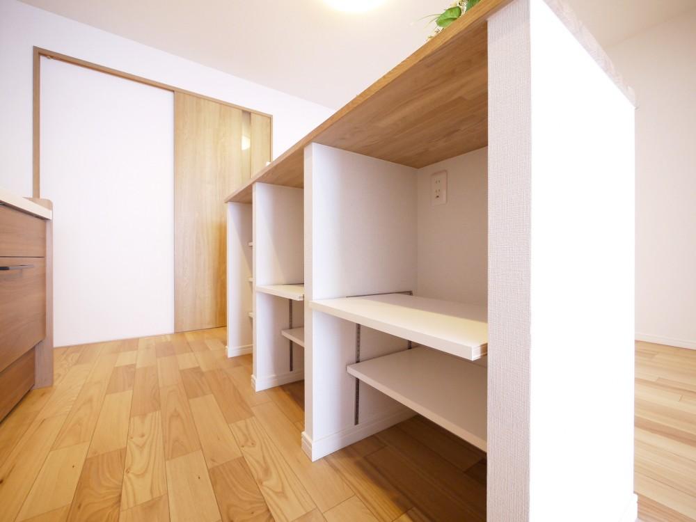 収納&間仕切りの造作キッチンカウンター (カウンター収納)