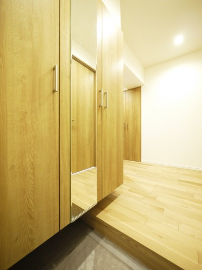 玄関 (収納&間仕切りの造作キッチンカウンター)