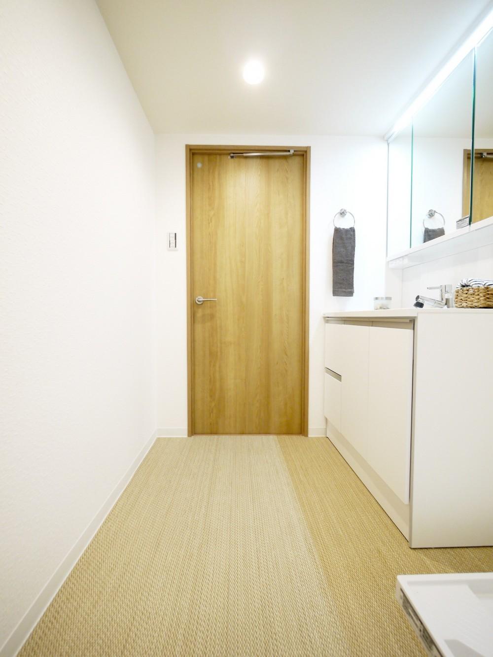 収納&間仕切りの造作キッチンカウンター (洗面室)
