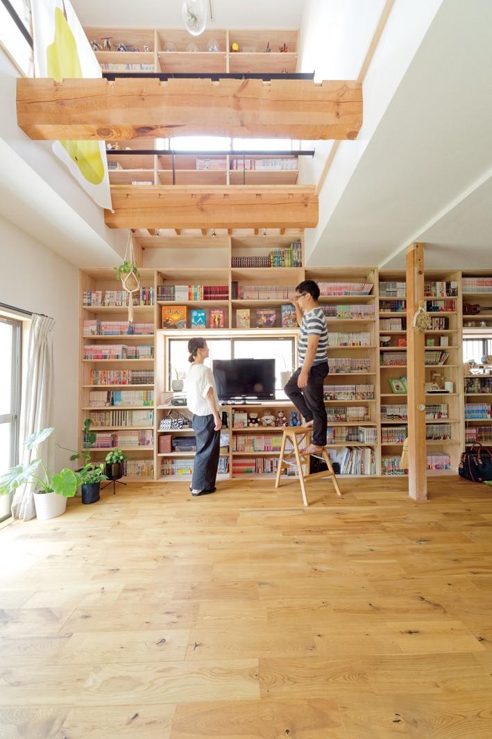 兵庫県Kさん邸:吹抜け一面に、本棚を (壁一面の本棚)