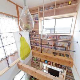 兵庫県Kさん邸:吹抜け一面に、本棚を