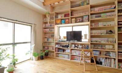 兵庫県Kさん邸:吹抜け一面に、本棚を (壁一面の本棚 1階)