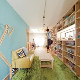 兵庫県Kさん邸:吹抜け一面に、本棚を (本棚1)
