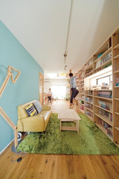 本棚1 (兵庫県Kさん邸:吹抜け一面に、本棚を)