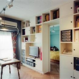 リノベーション / lattice-壁一面の本棚収納