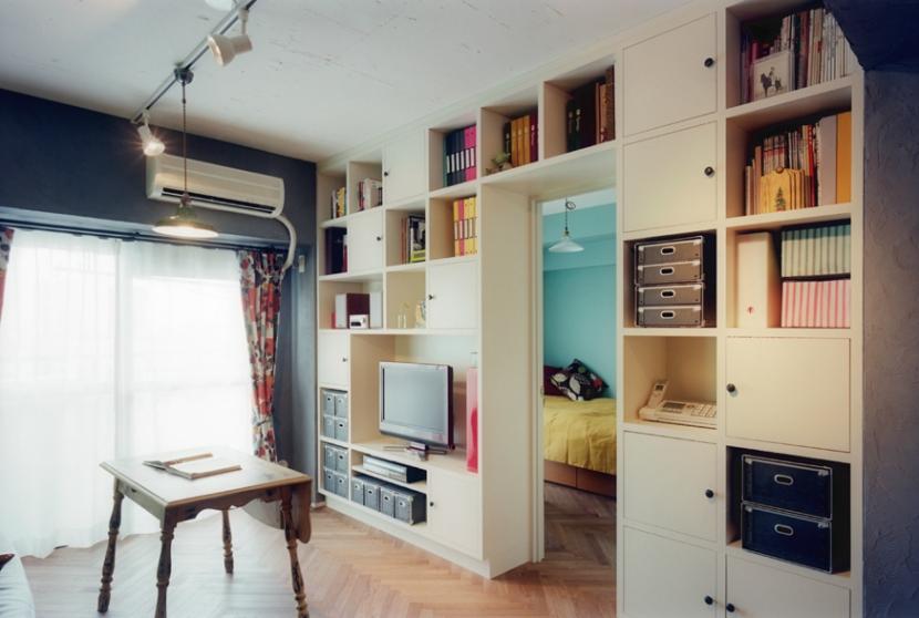リノベーション / latticeの部屋 壁一面の本棚収納