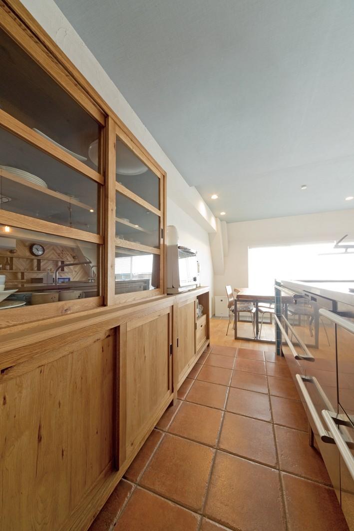 大阪府Kさん邸:水回りを移動し、スキップフロアの広々LDKに (キッチン収納)