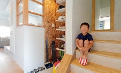 大阪府Kさん邸:水回りを移動し、スキップフロアの広々LDKに (階段)