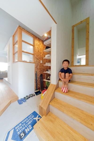 階段 (大阪府Kさん邸:水回りを移動し、スキップフロアの広々LDKに)