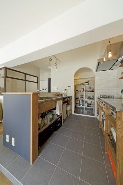 造作キッチン (大阪府Kさん邸:日当たりと眺望を楽しめる広々したLDK)
