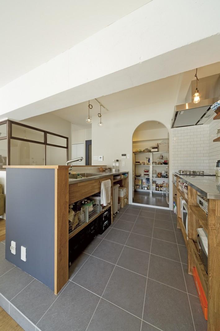 大阪府Kさん邸:日当たりと眺望を楽しめる広々したLDK (造作キッチン)