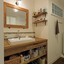 大阪府Kさん邸:日当たりと眺望を楽しめる広々したLDK (造作洗面台)