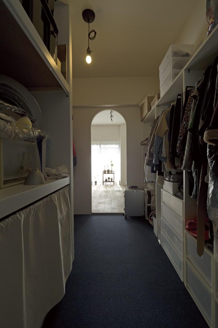 大阪府Kさん邸:日当たりと眺望を楽しめる広々したLDK (オープン収納)