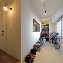 大阪府Kさん邸:日当たりと眺望を楽しめる広々したLDK (マンションでも広々玄関)