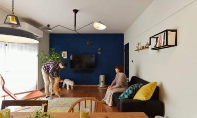 猫とくつろぐ長い廊下の家