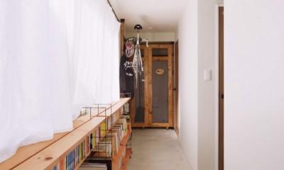 猫とくつろぐ長い廊下の家 (長い廊下)
