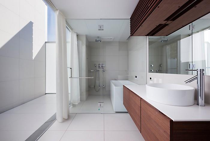 T HOUSE スキップフロアで縦につながるスペース (05 バスルーム)
