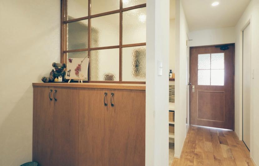 リノベーション / Beeの部屋 玄関/洗面室とのガラスの間仕切り