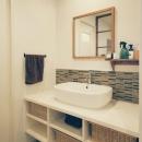 ボーダータイルの洗面室