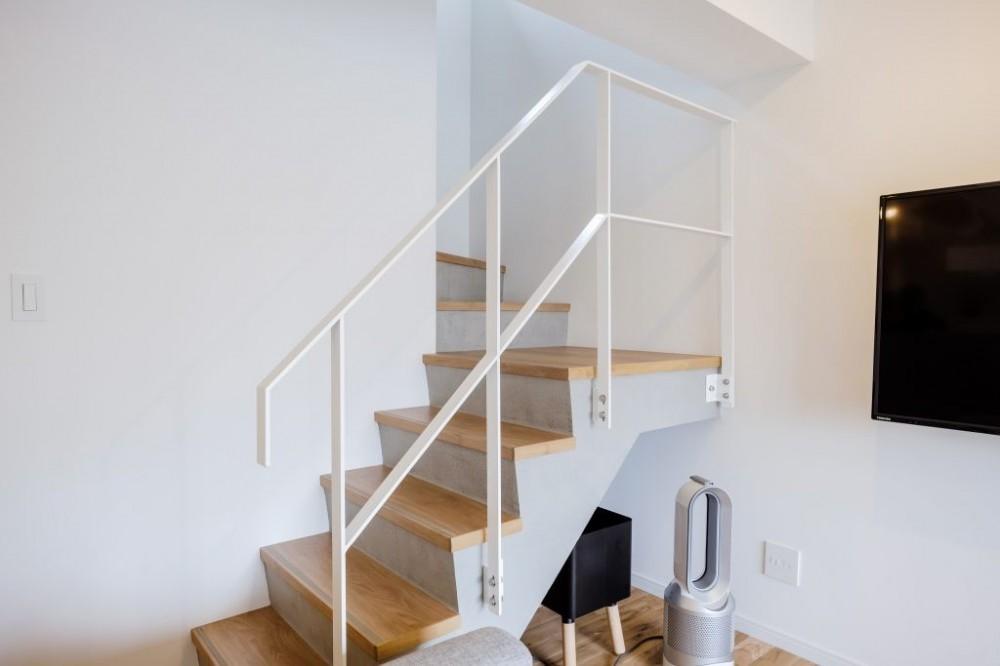 生活音のない静かな新居 (室内階段)