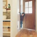 玄関から洗面室、リビングへ続く廊下