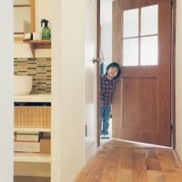 リノベーション / Bee (玄関から洗面室、リビングへ続く廊下)