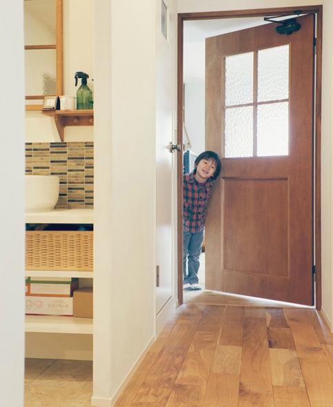リノベーション / Beeの部屋 玄関から洗面室、リビングへ続く廊下